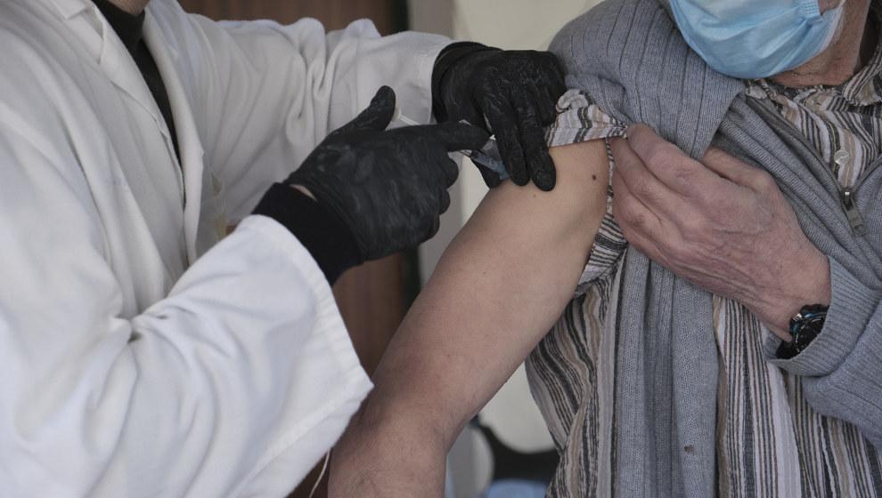 Cantabria ha vacunado a 18.981 personas, el 97,9% de las dosis disponibles