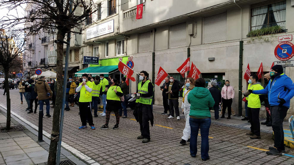 """Los trabajadores de Ambuibérica se concentran por """"incumplimientos"""" de la empresa"""